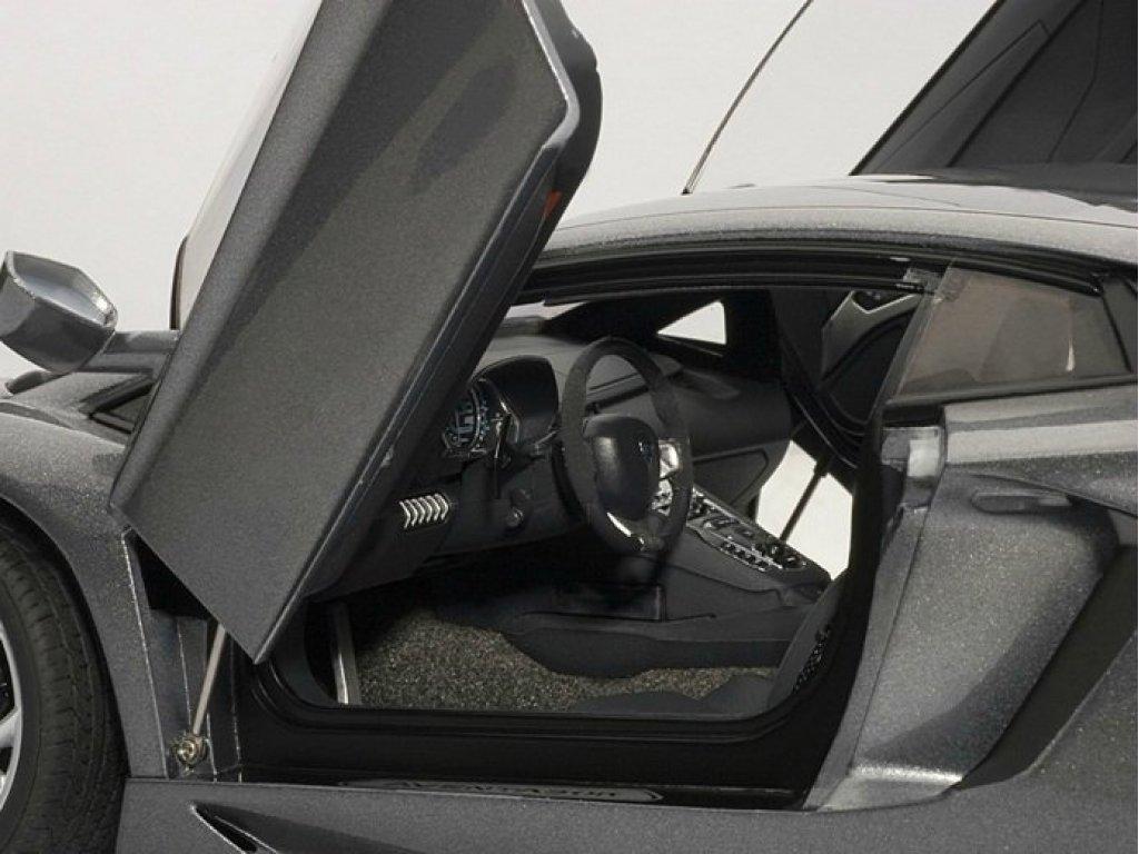 1:18 AUTOart LAMBORGHINI AVENTADOR LP700-4 (METALLIC GREY) 2011