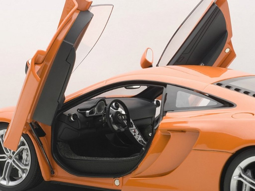 1:18 AUTOart McLaren MP4-12C оранжевый