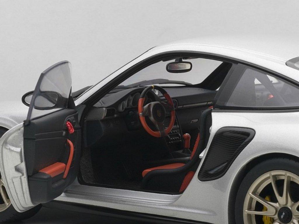1:18 AUTOart PORSCHE 911(997) GT2 RS 2010 (SILVER)