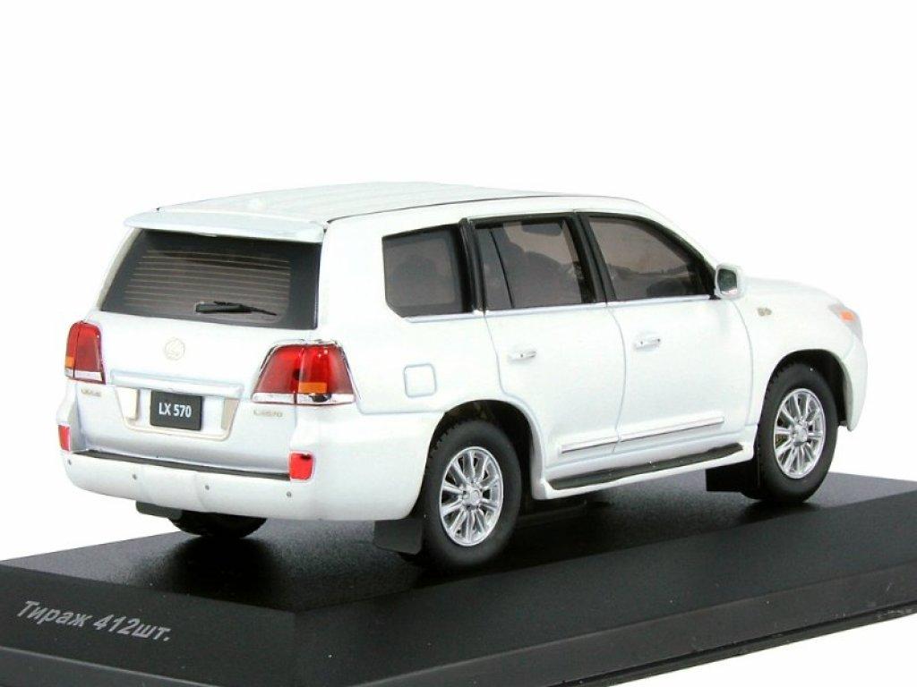 1:43 IXO Lexus LX570 2010 белый перламутр