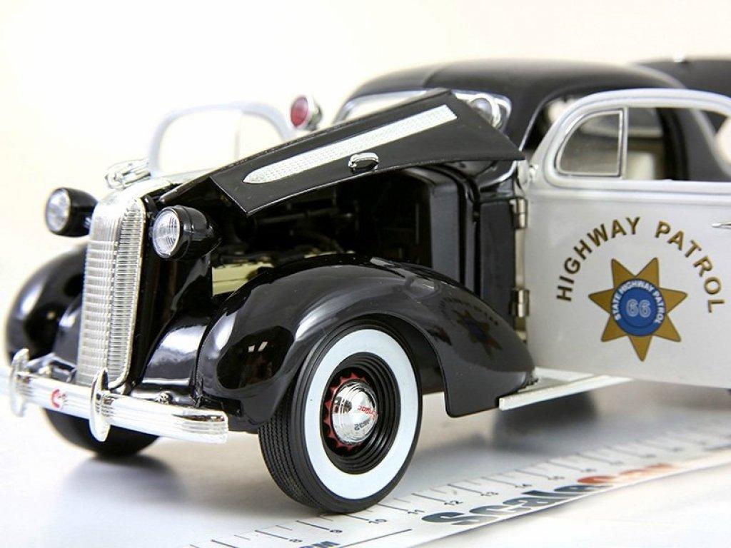 1:18 Signature Pontiac Deluxe 1936 Police черный/белый