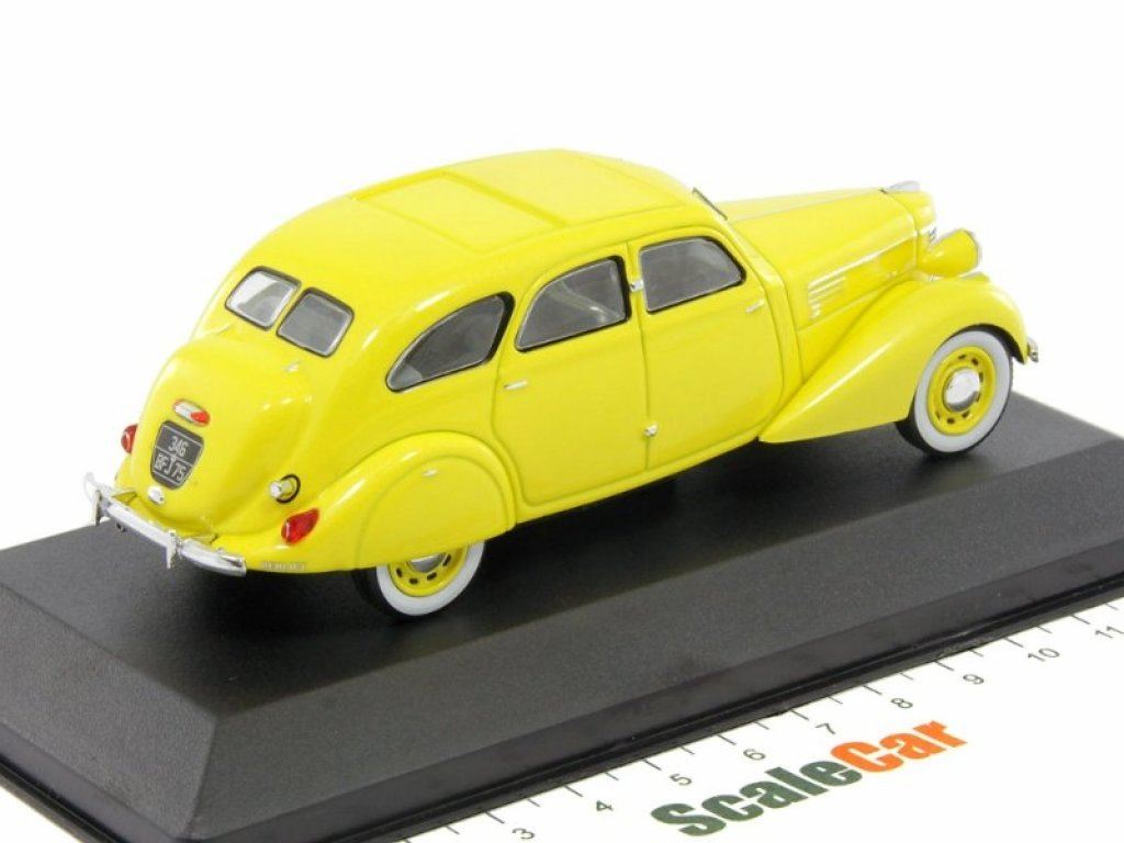 1:43 IXO Berliet 11CV Dauphine 1939 желтый