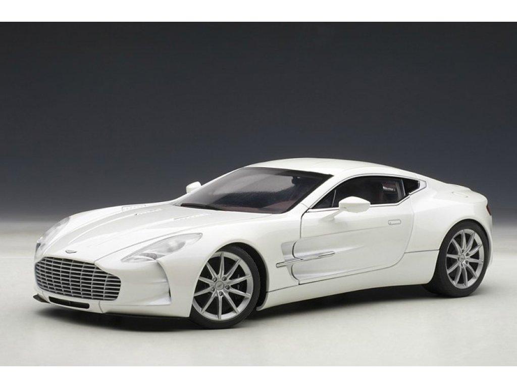 1:18 AUTOart Aston Martin One 77 2009 (белый)