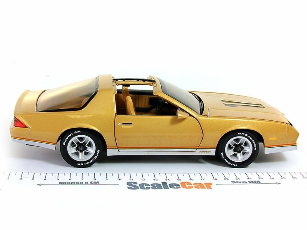 1:18 Sunstar Chevrolet Camaro 1982 золотой