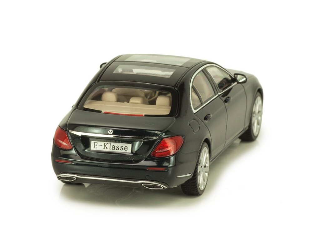 1:43 I-Scale Mercedes-Benz E-class Exclusive 2016 W213 зеленый мет