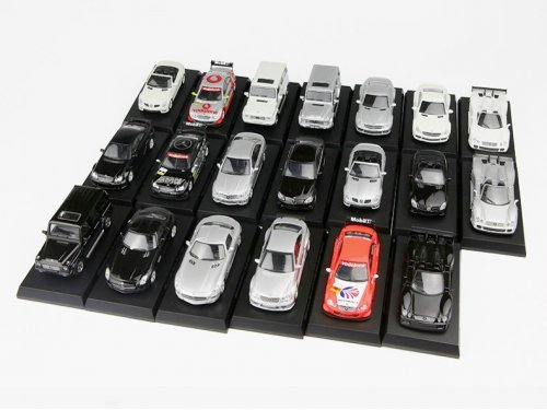 1:64 Kyosho Набор Mercedes-Benz AMG 2009 года. В комплекте 20 моделей.
