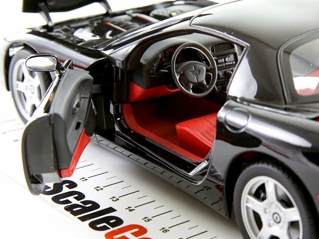 1:18 UT Models Chevrolet Corvette Hardtop 1999 черный