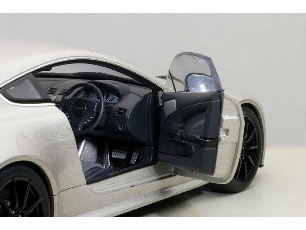 1:18 AUTOart Aston Martin V12 Vantage S 2015 (meteorite silver) серебристый