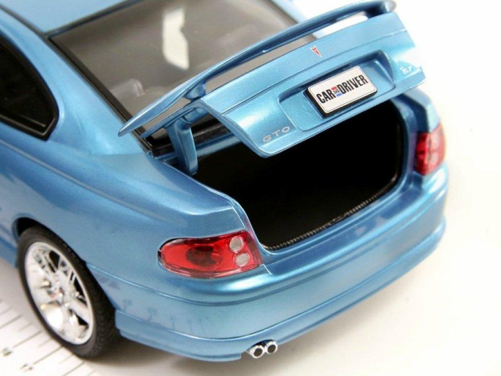 1:18 Auto World Pontiac GTO 2004 синий Car & Driver