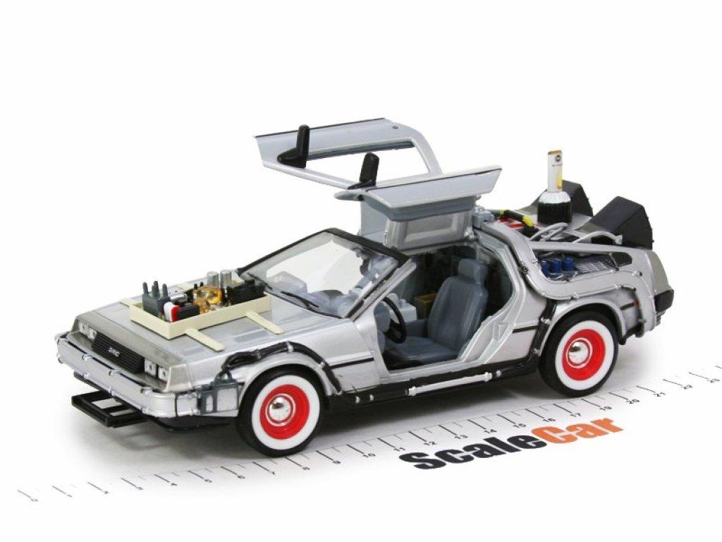 1:24 Welly De Lorean DMC12 Back to the Future 3 (из к/фНазад в будущее 3) 1987