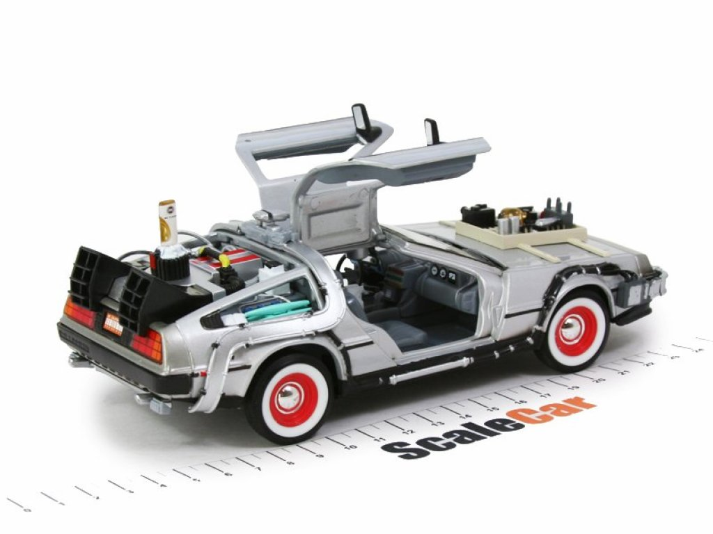 1:24 Welly DeLorean DMC-12 Back to the Future 3 (из к/фНазад в будущее 3) 1987