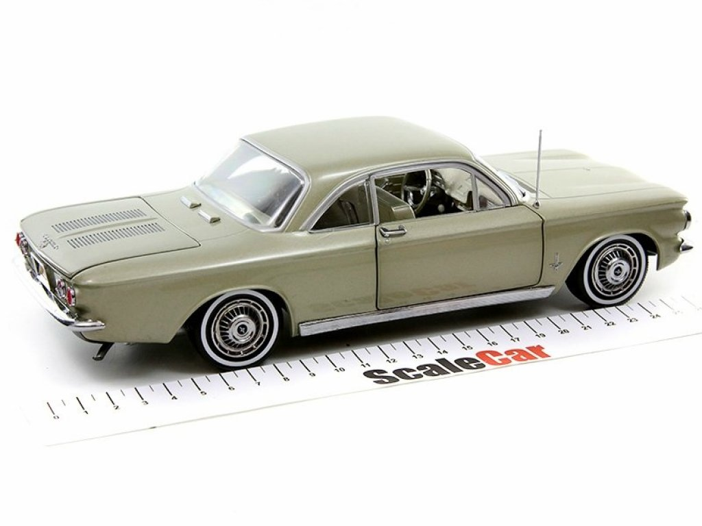 1:18 Sunstar Chevrolet Corvair Coupe 1963 золотистый
