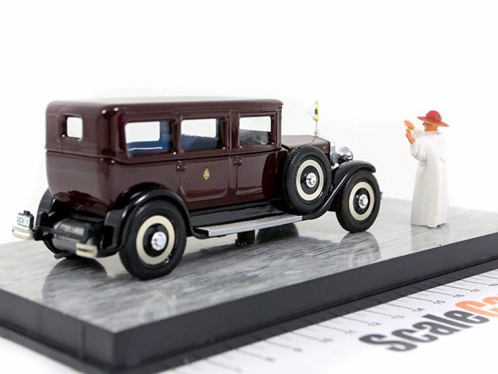 1:43 Rio FIAT 525 - Papa Pio XI personal car donated by Senator Agnelli с фигуркой Папы Пия девятого
