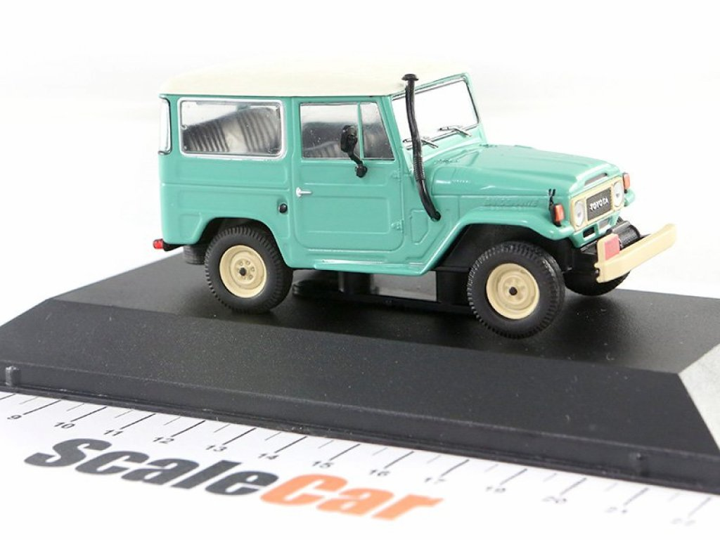 1:43 PremiumX Toyota Land Cruiser FJ40 1968 (Bandeirante) зеленый с белой крышей и черным салоном