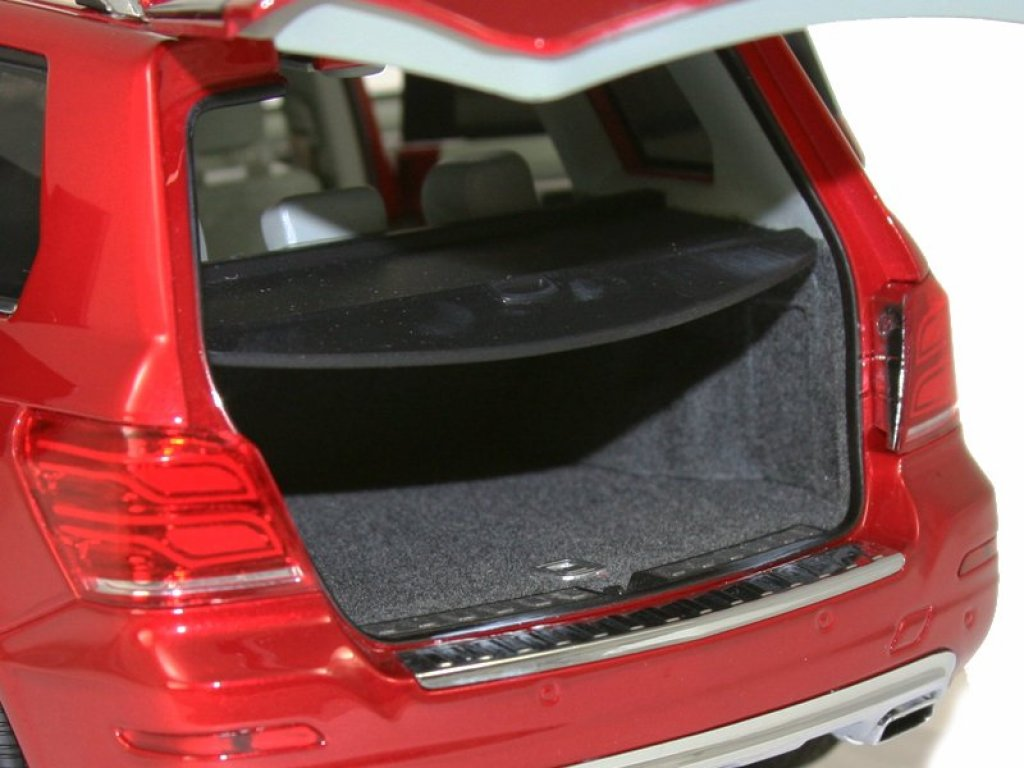 1:18 GT Autos Mercedes-Benz GLK-class X204 2013 рестайлинг красный