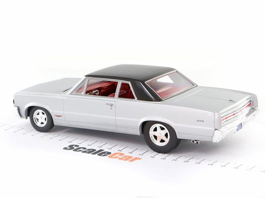 1:24 Auto World Pontiac GTO 1964 серебристый с черной крышей