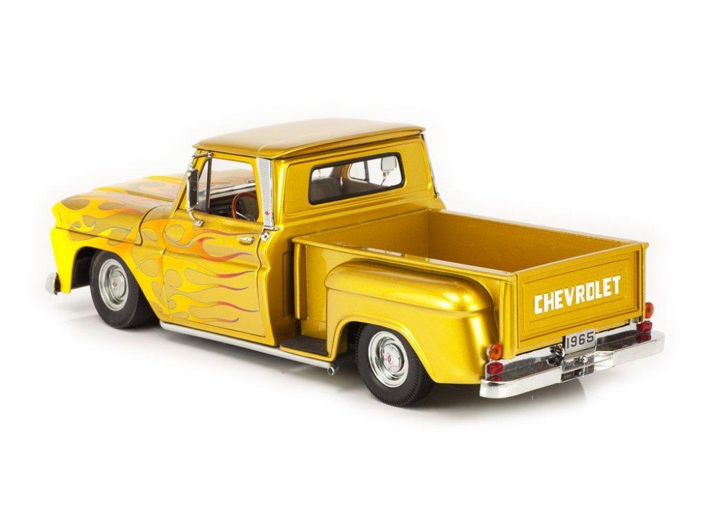 1:18 Sunstar Chevrolet C-10 Stepside Pickup 1965 Lowrider золотистый