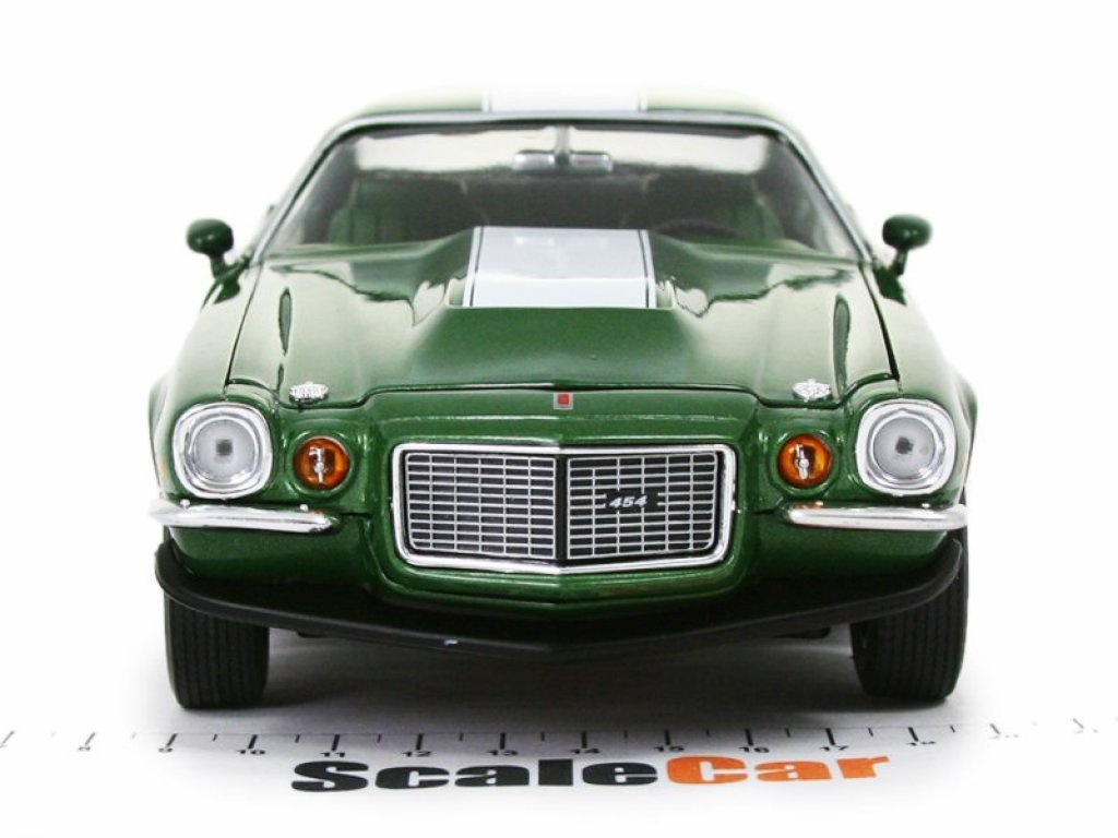 1:18 Auto World Chevrolet Camaro (Baldwin Motion) 1970 зеленый с белым