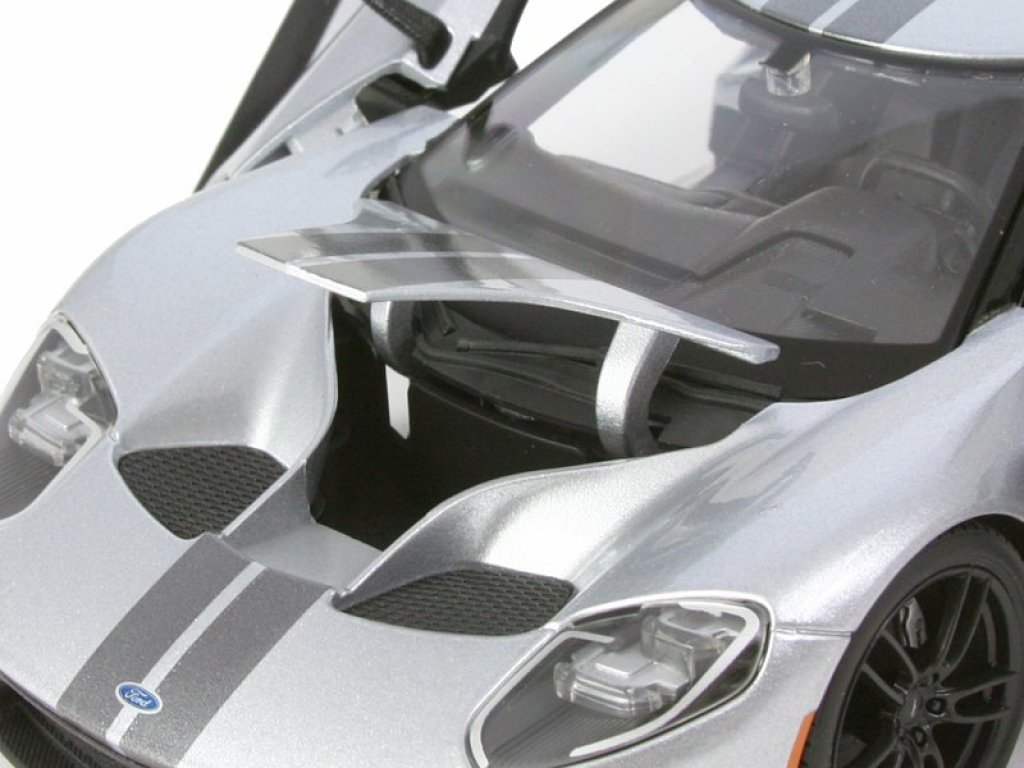 1:18 Maisto Ford GT 2017 серебристый
