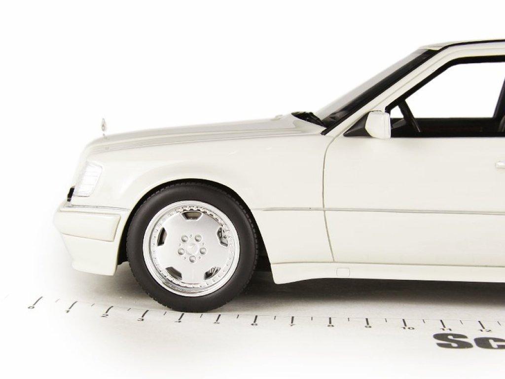 1:18 GT Spirit Mercedes-Benz E60 AMG (E500 W124) 1995 белый