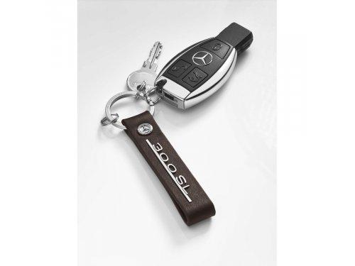 Mercedes Accessories Коричневый кожаный брелок с эмблемой Mercedes-Benz и имитацией исторической надписи 300 SL