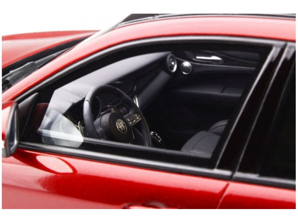 1:18 Otto Alfa Romeo Stelvio Quadrifoglio 2017 красный