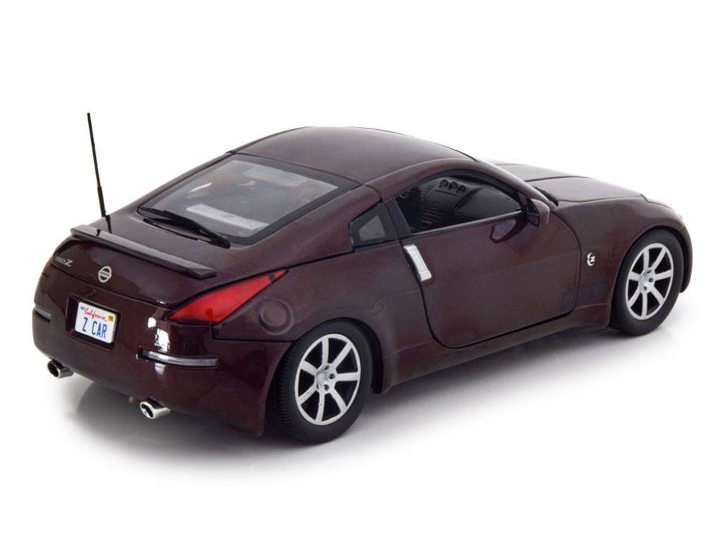 1:18 Auto World Nissan 350Z Coupe 2003 бордовый металлик