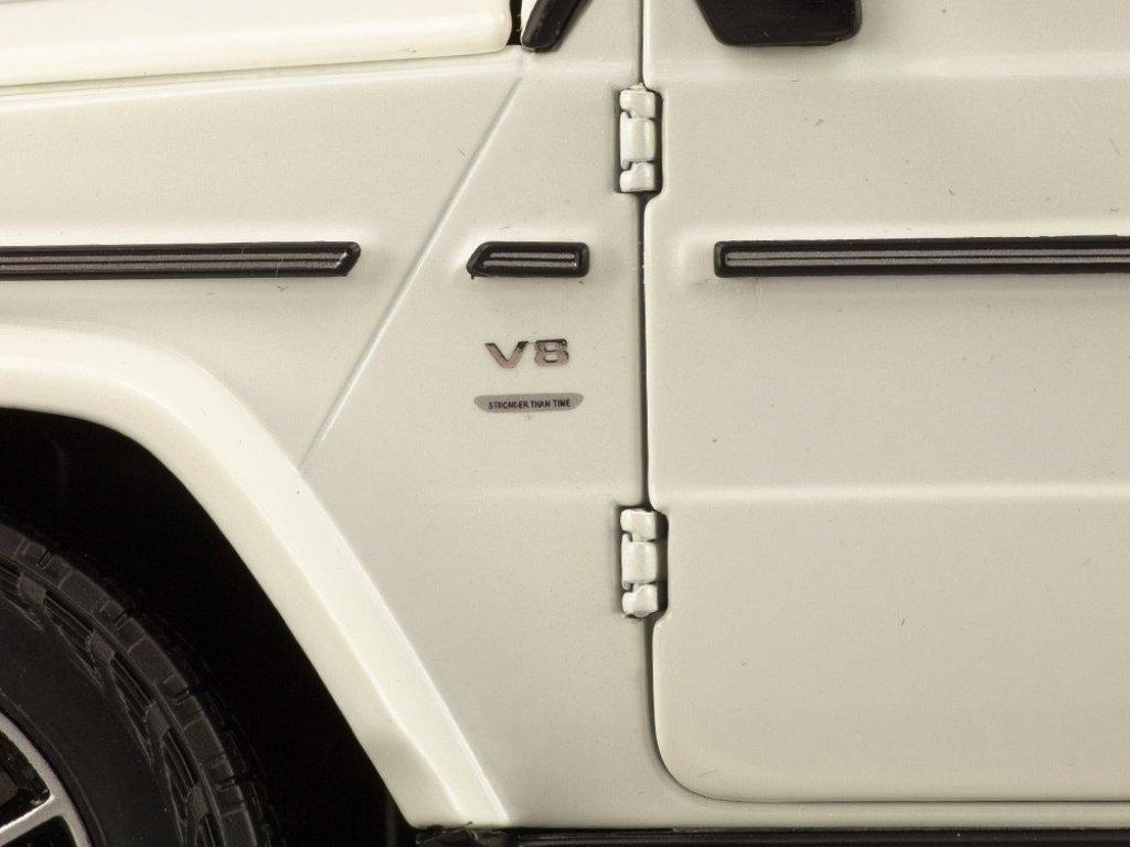 1:18 Minichamps Mercedes-Benz G500 2019 Stronger Than Time. Cпециальное издание к 40-летию W463 G-class. Белый бриллиант.