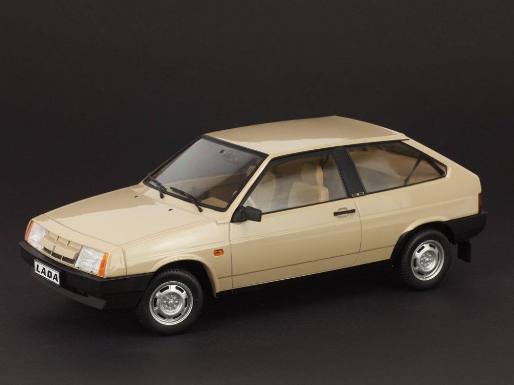 1:18 Набор Набор IST ВАЗ-2121 LADA Niva California 1981 бежевый + PSM ВАЗ-2108 Lada Samara светло-коричневый