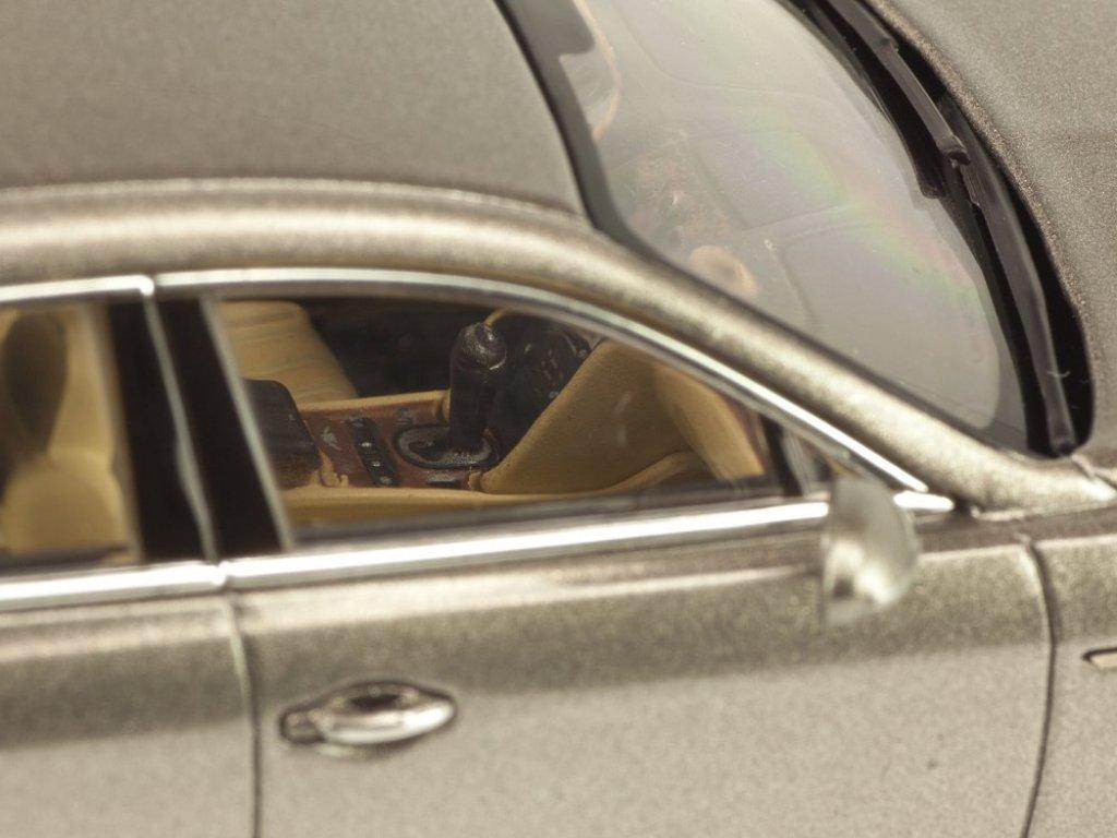 1:43 Kyosho Bentley Flying Spur W12 серебристый перламутр