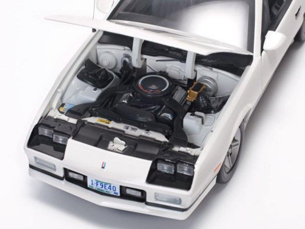 1:18 Sunstar Chevrolet Camaro IROC-Z 1985 белый