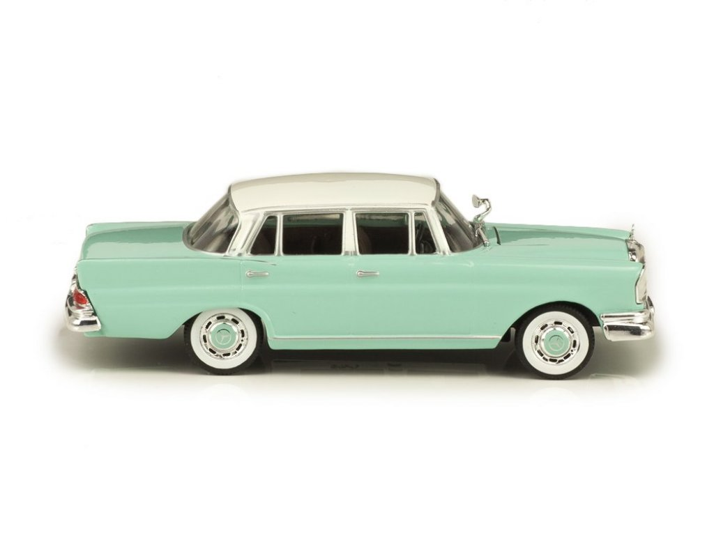 1:43 IXO Mercedes-Benz 220SE Heckflosse W111 (1959-1965) бирюзовый с белым