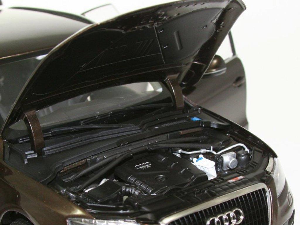 1:18 Kyosho Audi Q5 (Teak brown)