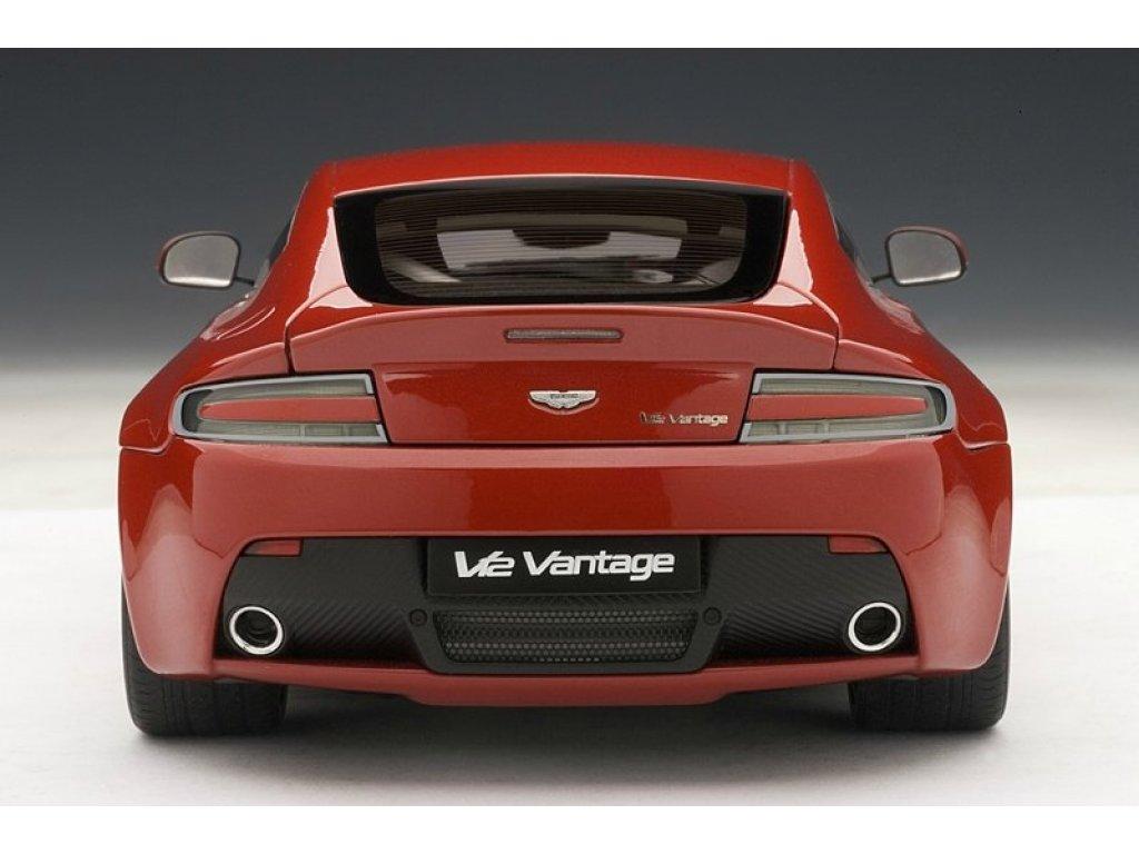 1:18 AUTOart Aston Martin V12 VANTAGE 2010 (RED)