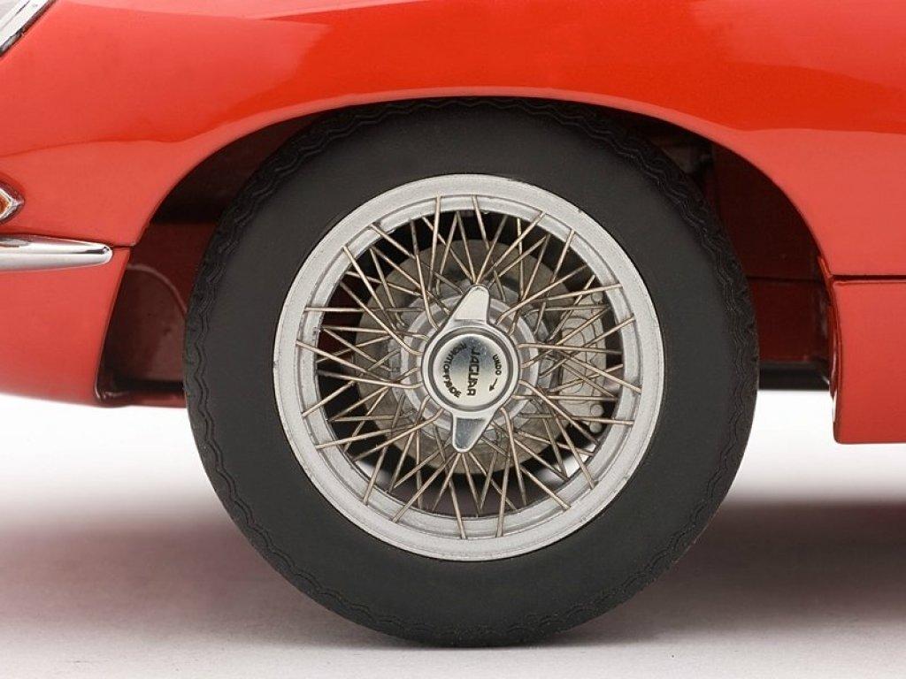 1:18 AUTOart Jaguar E-TYPE ROADSTER SERIES I 3.8 (RED)