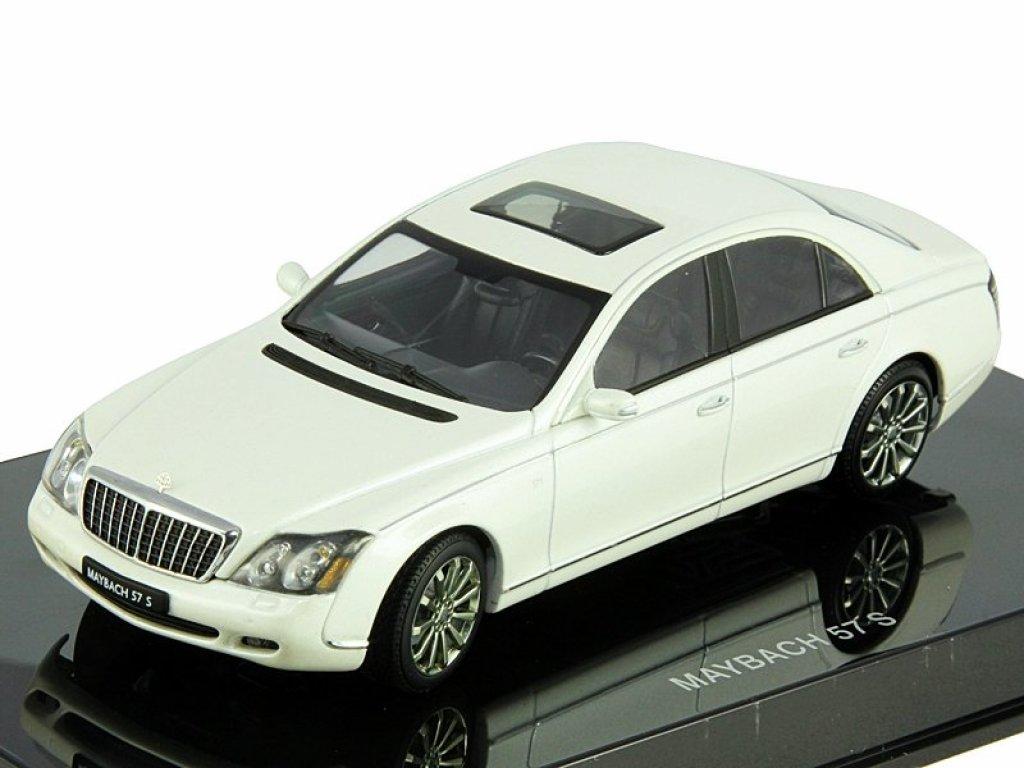 1:43 AUTOart Maybach 57 S 2005 (WHITE)